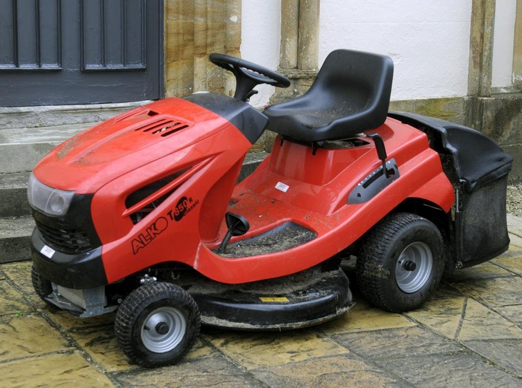 An AL-KO T850R Classic ride on tractor lawnmower, with