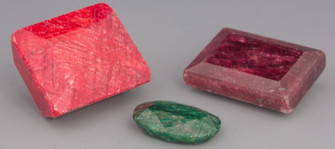 275CT RUBY, 176CT CRIMSON RUBY, 41CT EMERALD LOOSE