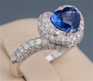 18K WHITE GOLD HEART SHAPE SAPPHIRE& DIAMOND RING