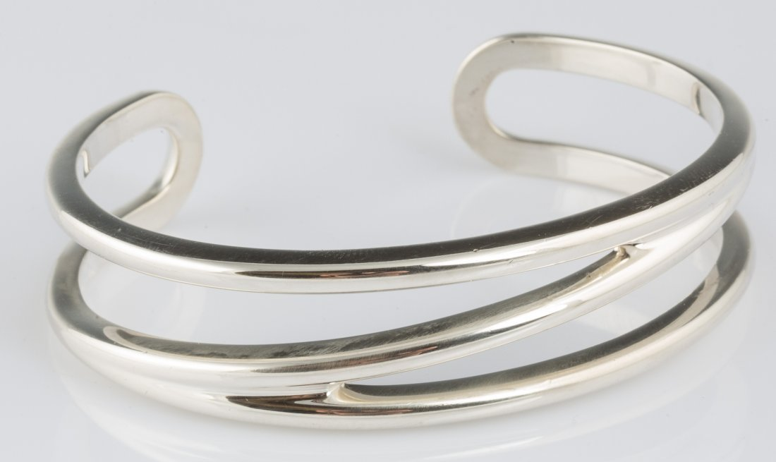 TIFFANY AND CO STELING SILVER BANGLE BRACELET