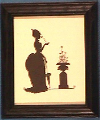 204: Wallace Nutting Silhouette - Urn