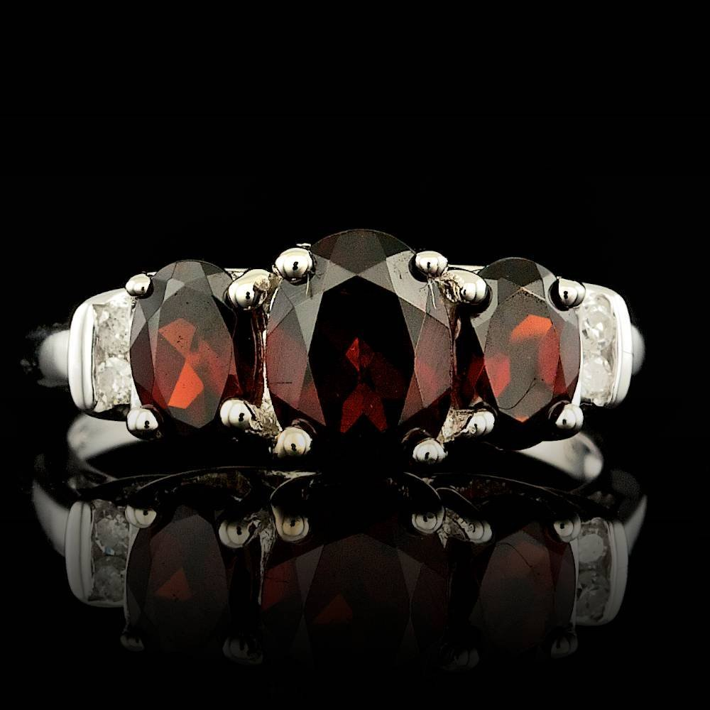 10k White Gold 3.00ct Garnet 0.04ct Diamond Ring