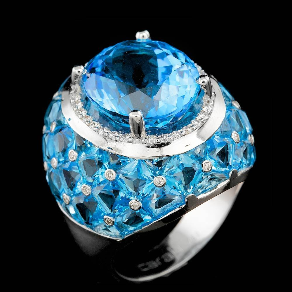 18k White Gold 23ct Topaz 0.30ct Diamond Ring