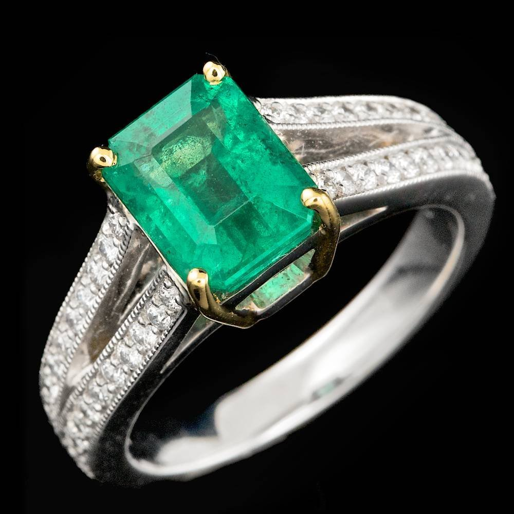 14k White Gold 1.50ct Emerald 0.30ct Diamond Ring