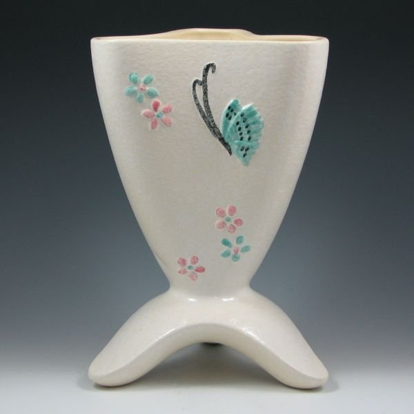 10: Hull Butterfly B14 Vase - Mint