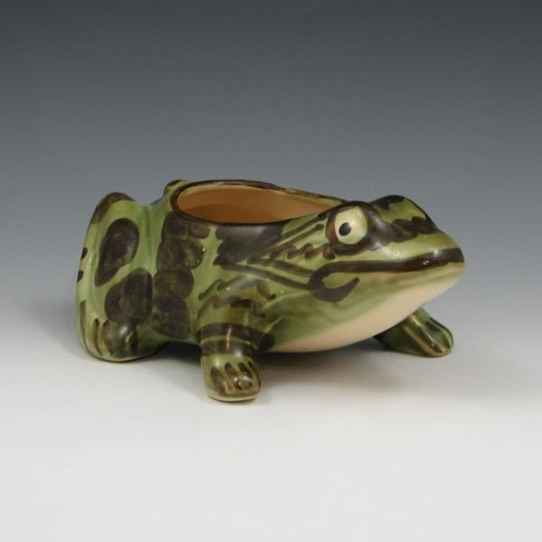 "1016: Brush McCoy 8 1/4"" Frog Planter - Mint"