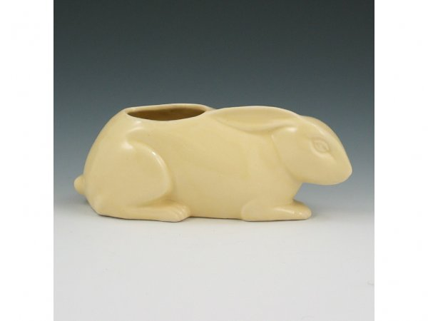 12: Hull Early Novelty #942 Crouching Rabbit Planter