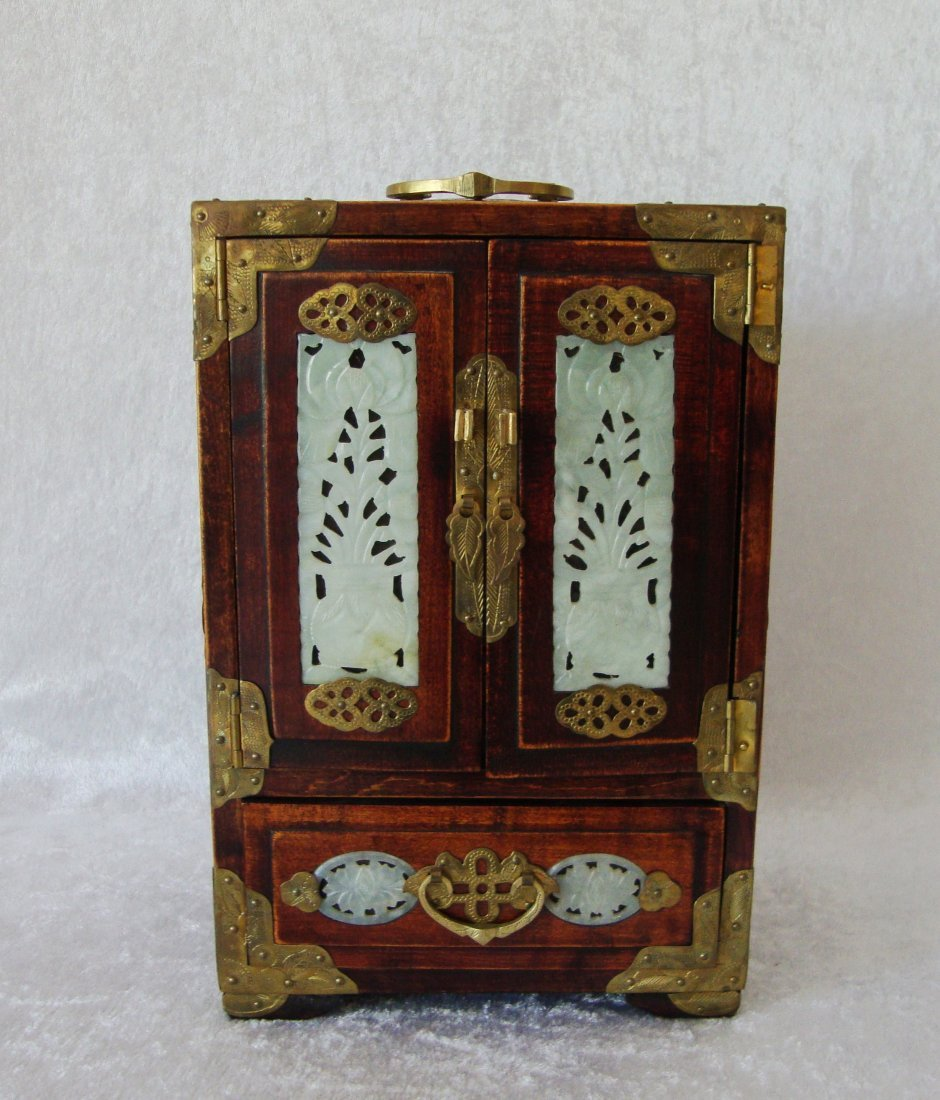 Chinese wooden JEWEL-CASE,Decorated with jade