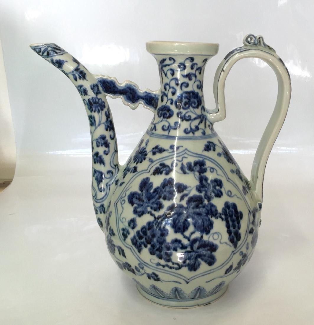 Blue and white ewer. Ming Yongle.