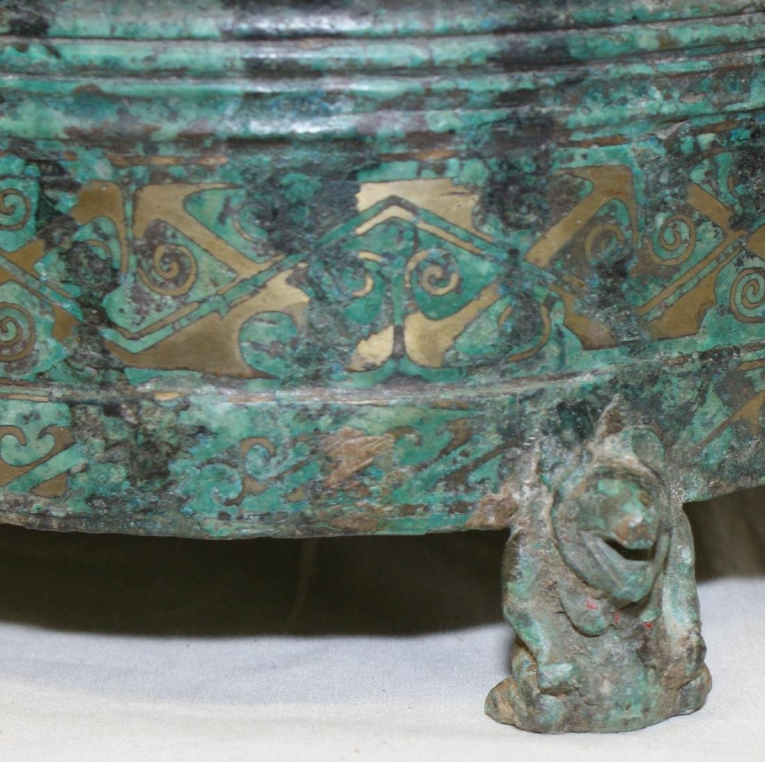 Archaic bronze vessel with inlaid. Han/Warring States - 5