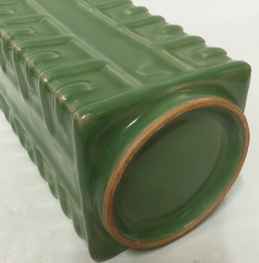 Green glaze gong shaped vase. Song thru Ming. - 4