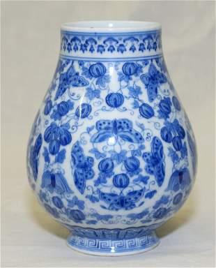Blue and white vase. Qing YongZheng Mark
