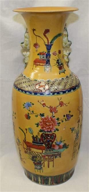 Large yellow glaze vase. Qing Period.