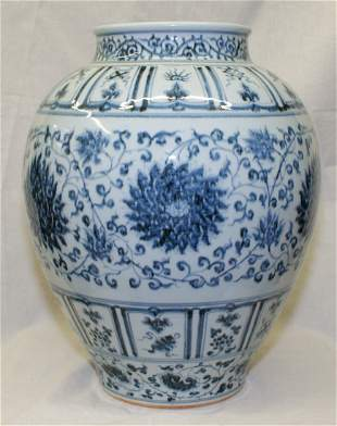 Blue and white guan. Early Ming Period