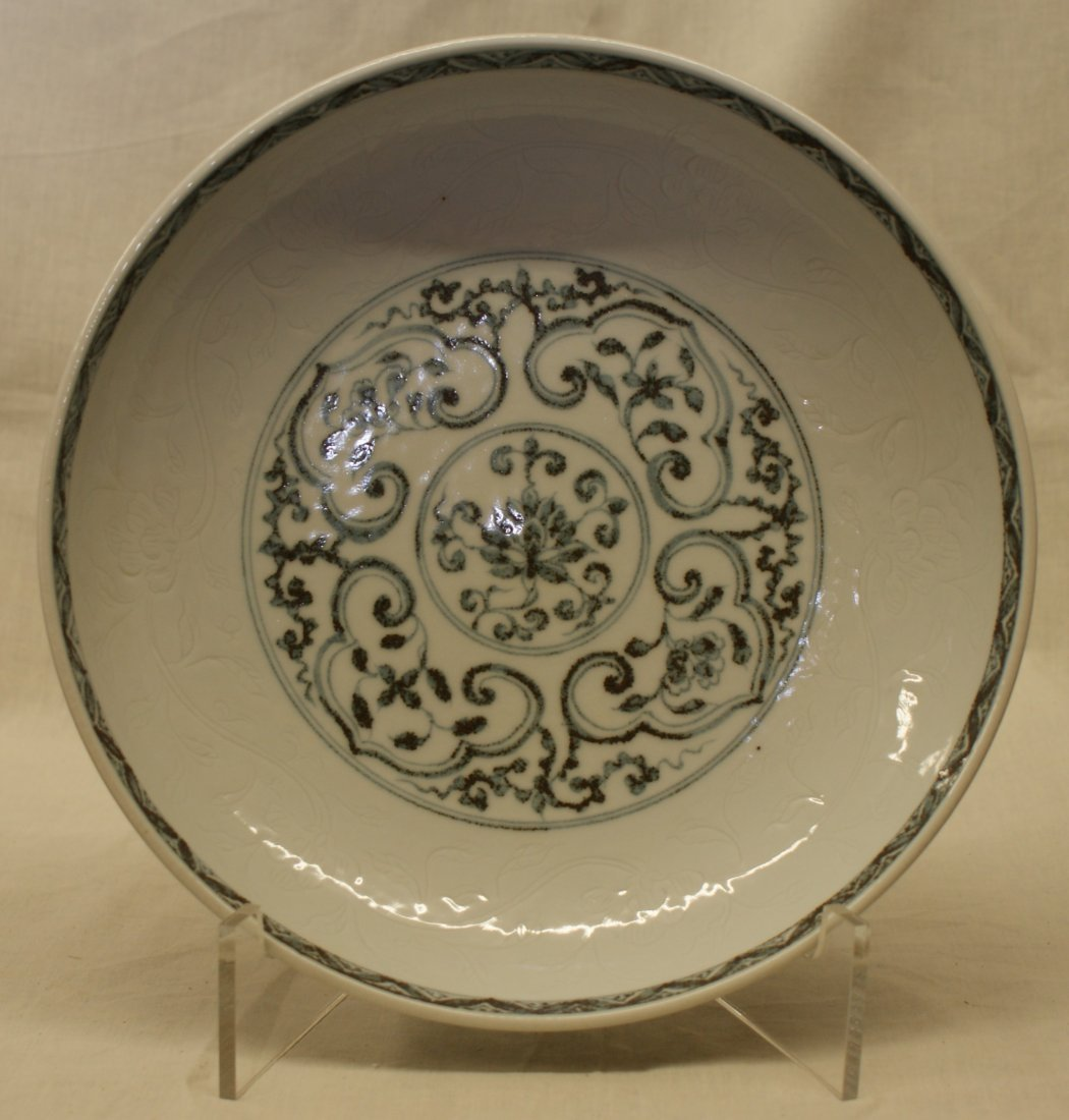 Blue and white plate.  Ming HongWu Mark.