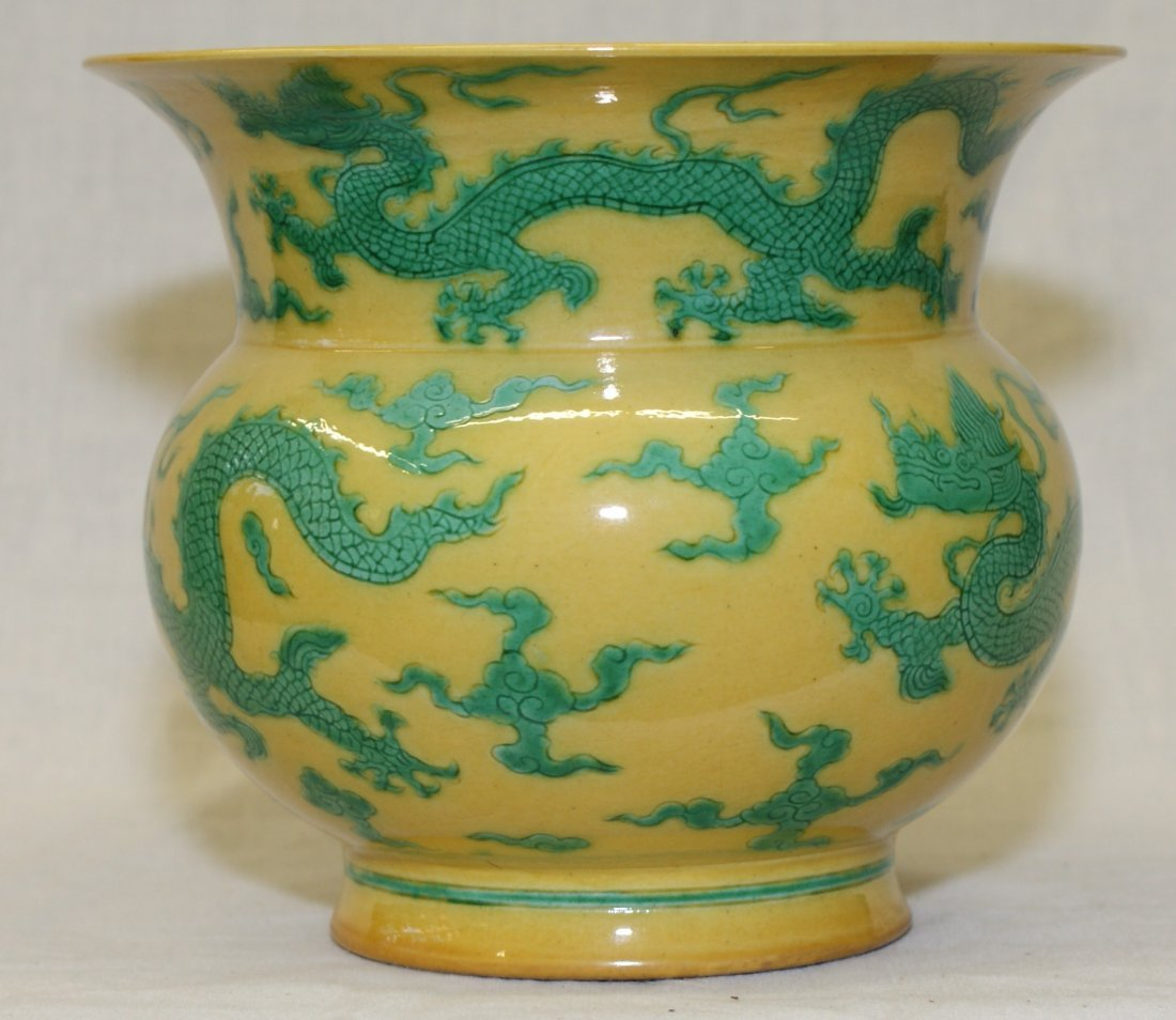 Yellow glaze green dragon spit bowl. Ming zhengde Mark.