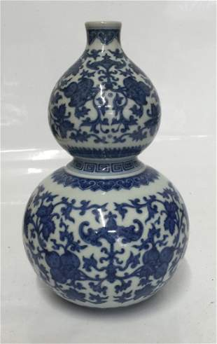 Blue and white double gourd vase. Qing Qianlong Mark.