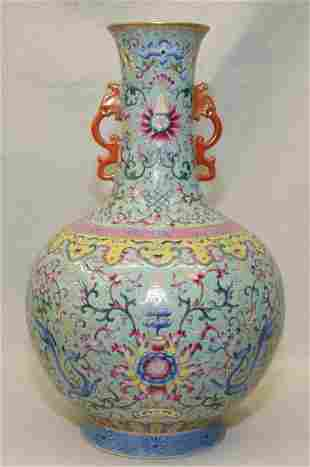 Famille roze vase. Yue Hua Tang Mark.