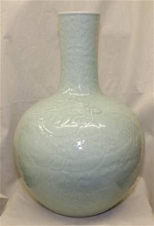 Large celadon globe vase. Qing Daoguang Mark.