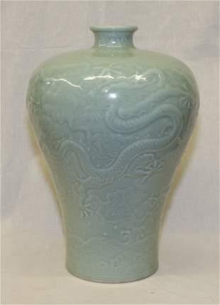 Celadon vase. Qing Tongzhi Mark