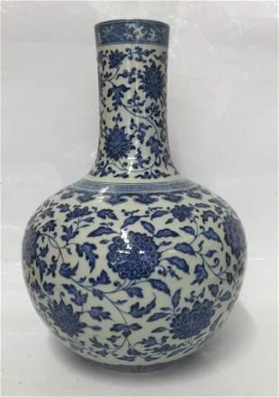 Blue and white vase. Qing Qianlong Mark.