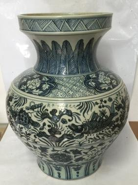 Large blue and white vase. Yuan Mark.