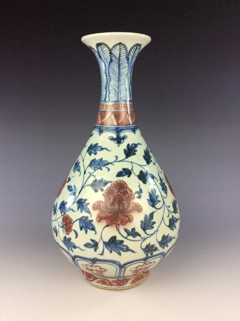 Chinese porcelain ble & white with underglazed red vase - 2
