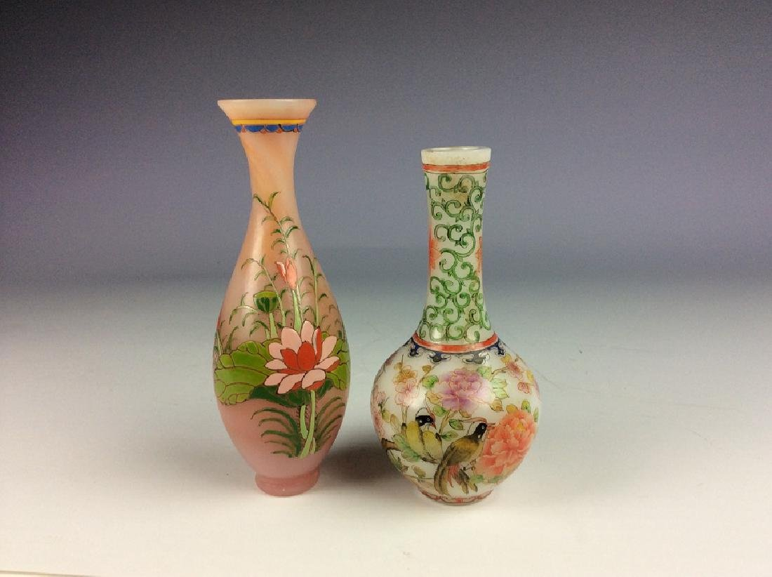 A set of two Chinese glass vase, enamel painted