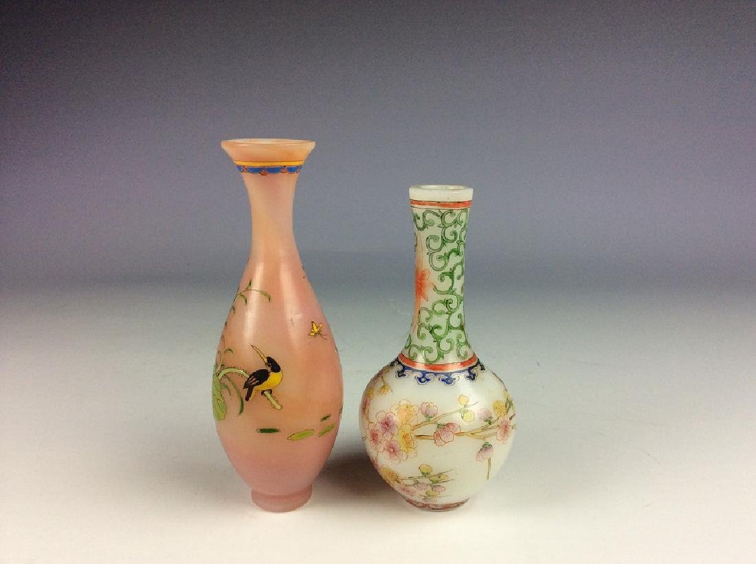 A set of two Chinese glass vase, enamel painted - 2