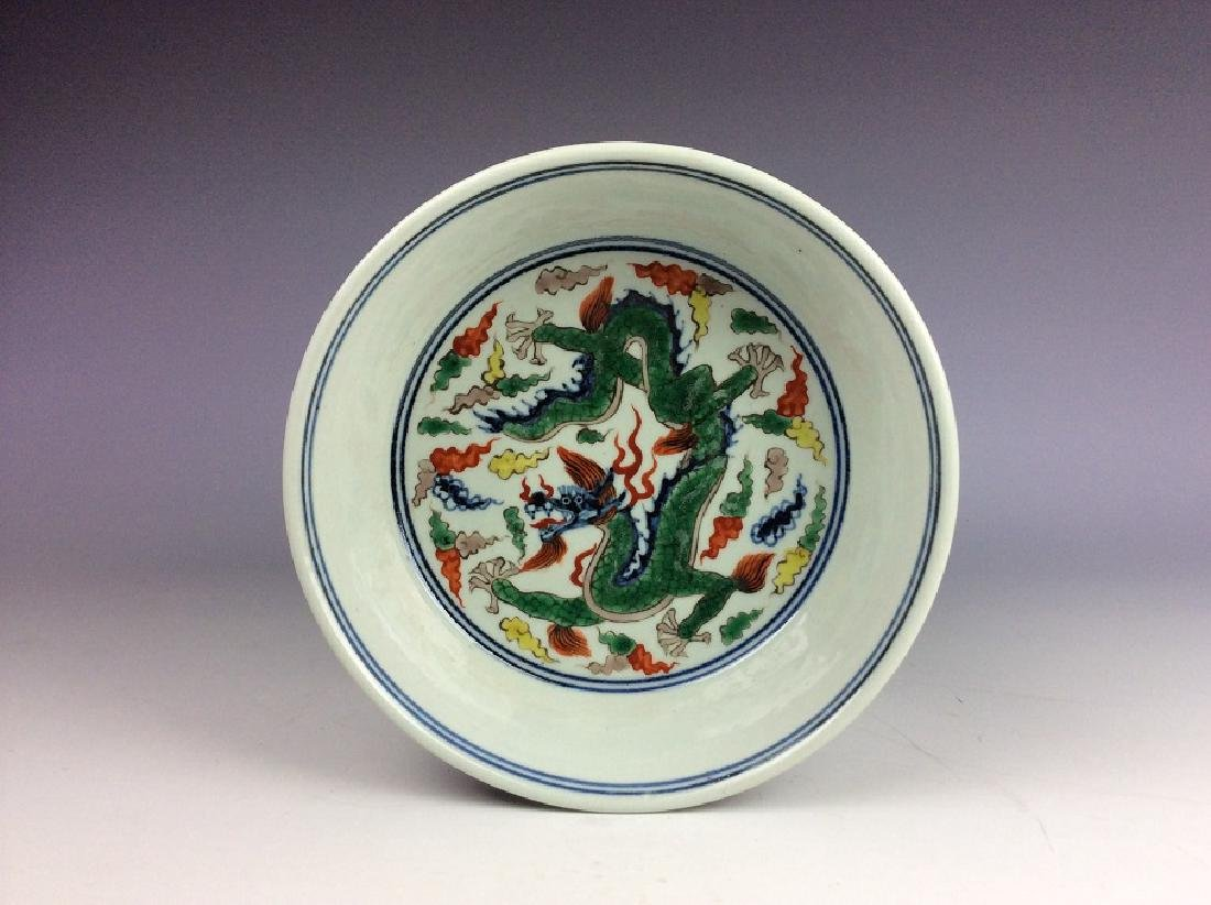 Fine Chinese porcelain plate,  Wucai glazed, decorated,
