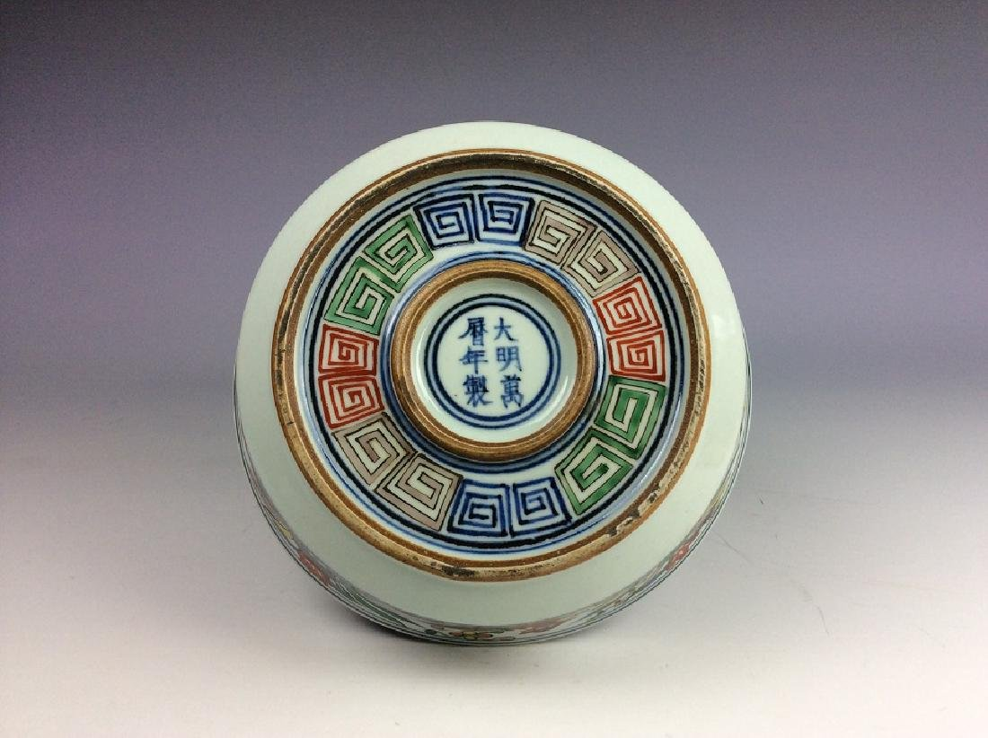 Fine Chinese porcelain plate,  Wucai glazed, decorated, - 2
