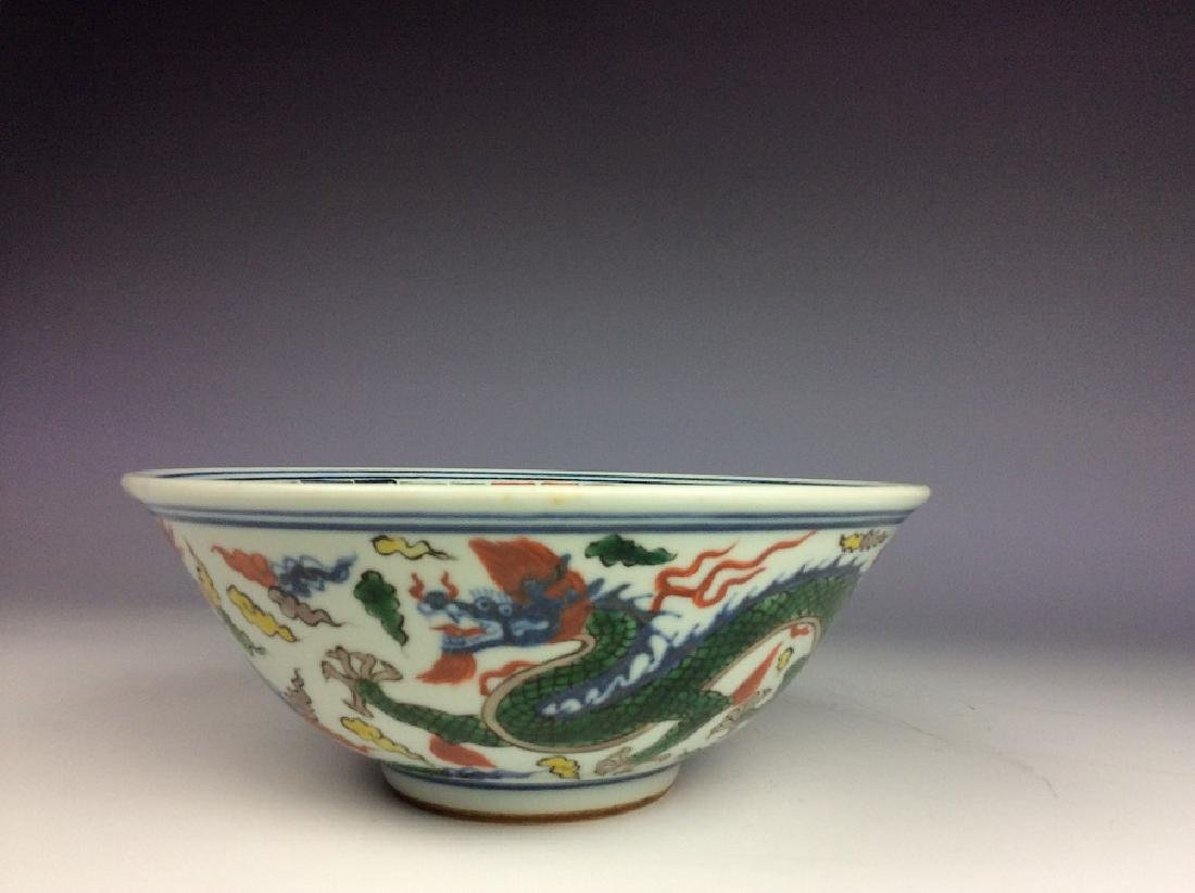 Fine Chinese porcelain bowl,  Wucai glazed, decorated,