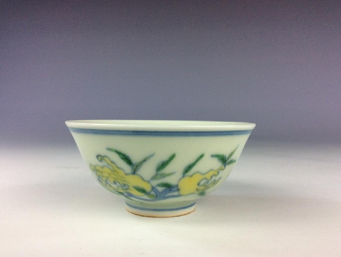 Fine Chinese porcelain cup, Doucai on white glazed, - 3