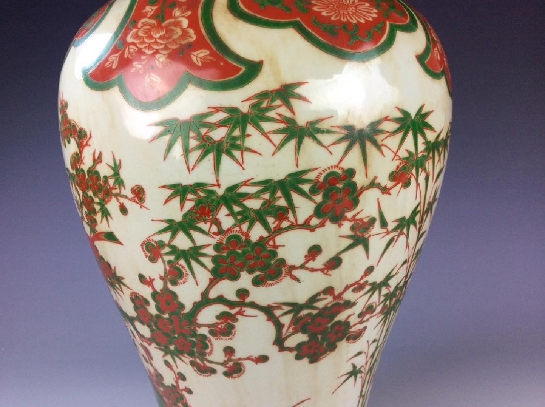 Rare Chinese Ming Wucai style porcelain vase, marked, - 4