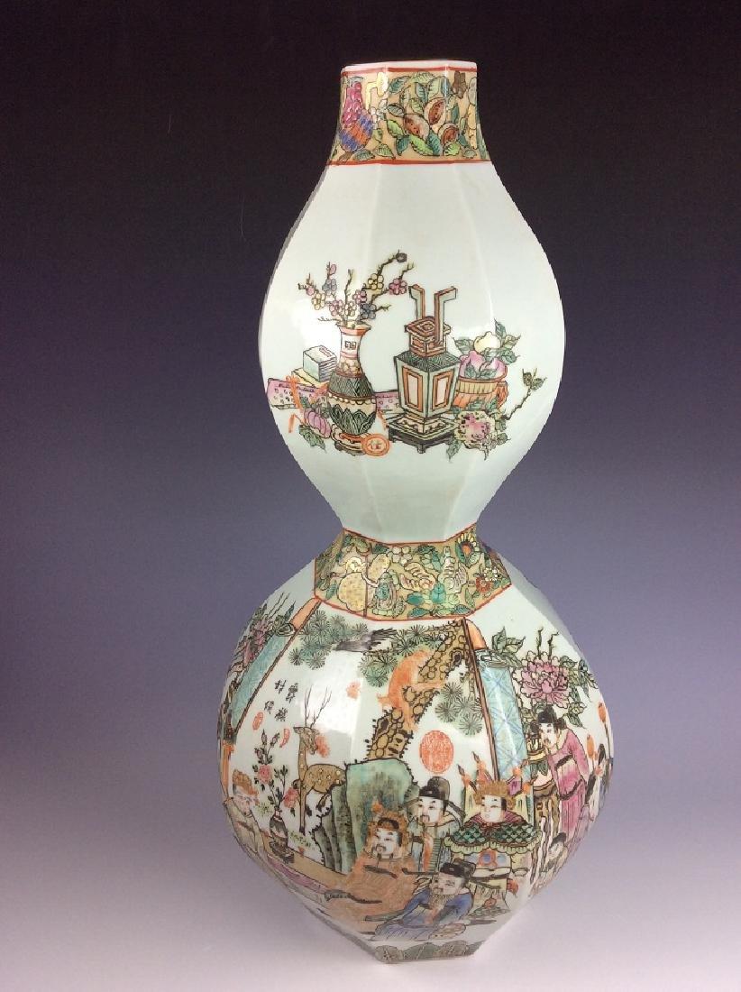 Large Fine Chinese porcelain vase, famille rose