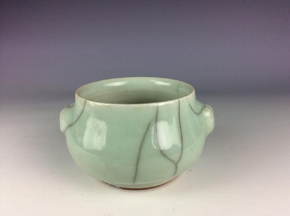 Chinese Guan style porcelain bowl, celadon glazed with - 2