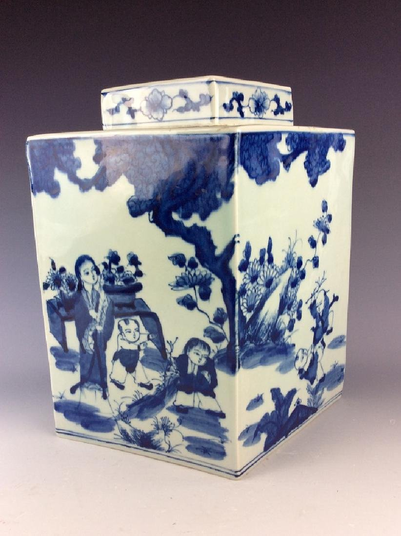 Chinese porcelain pot with lid, blue &  white glazed, - 2
