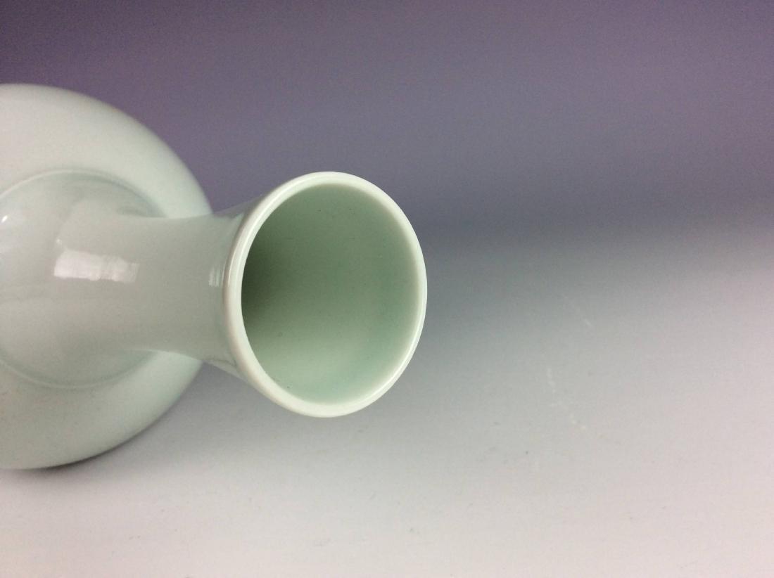 Fine Chinese porcelain vase, blue & white glazed, - 4