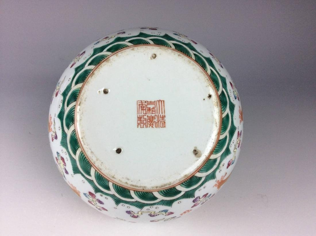 Chinese porcelain pot, famille rose, decorated with - 4