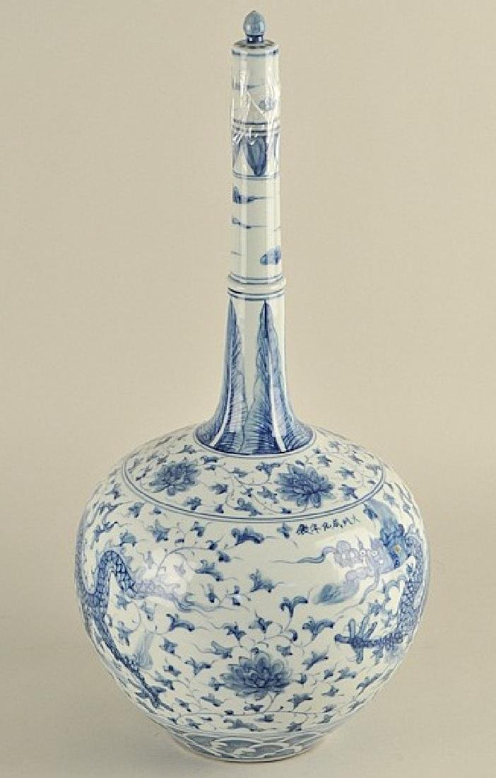Exquisite Chinese long neck baluster vase  with  lid