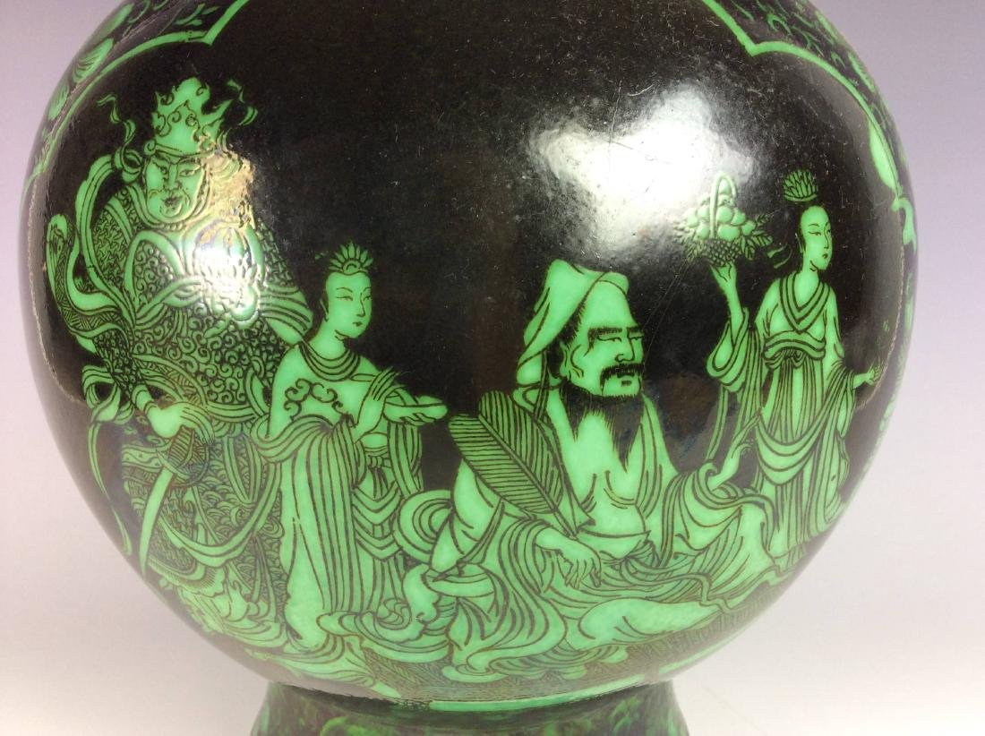 Rare Chinese vase painted with  malachite green figures - 5