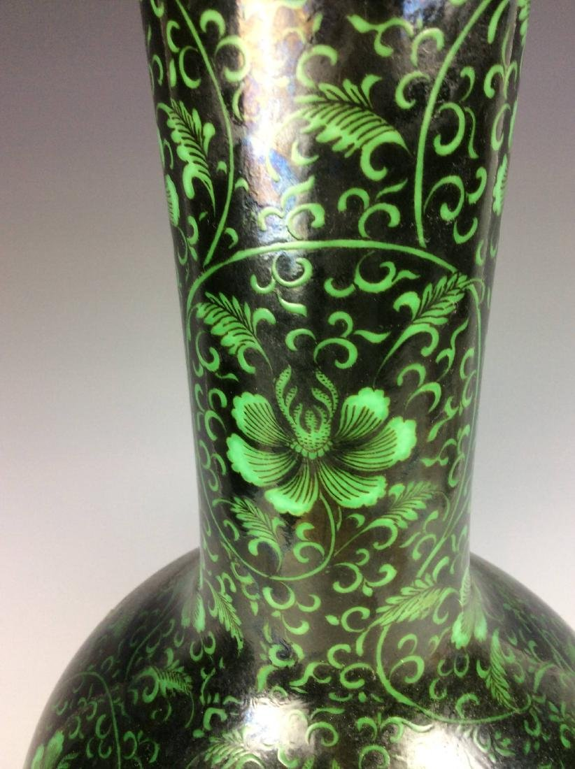Rare Chinese vase painted with  malachite green figures - 6