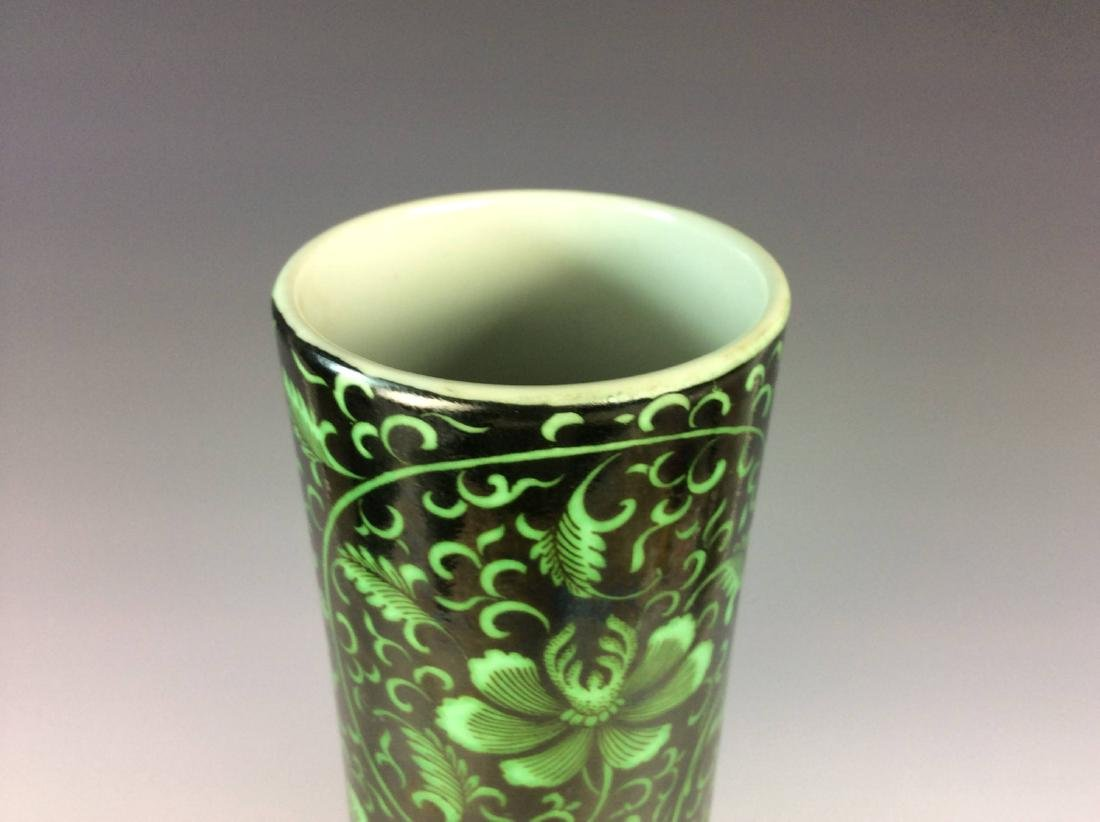 Rare Chinese vase painted with  malachite green figures - 7