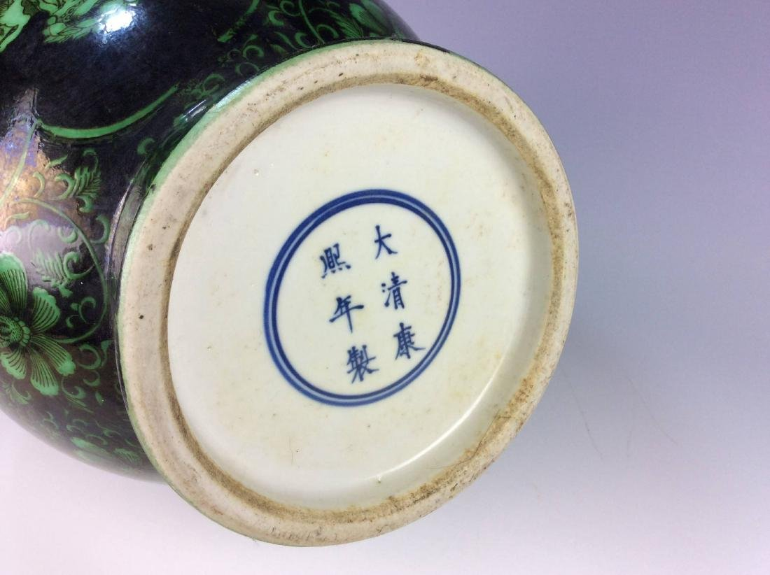 Rare Chinese vase painted with  malachite green figures - 8