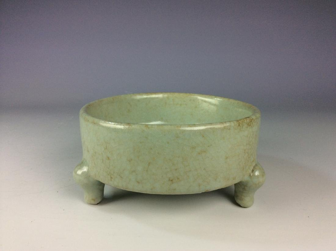 Chinese celadon crackled glaze tripod washer with mark