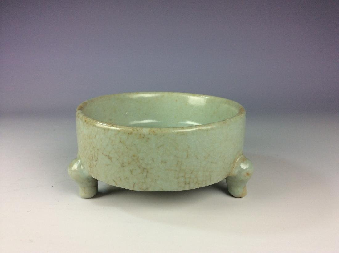 Chinese celadon crackled glaze tripod washer with mark - 2
