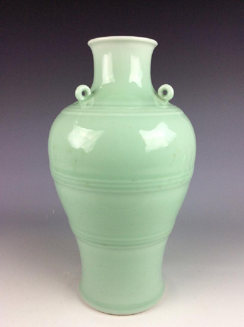 Fine Qing style Chinese porcelain vase, celadon glazed, - 2