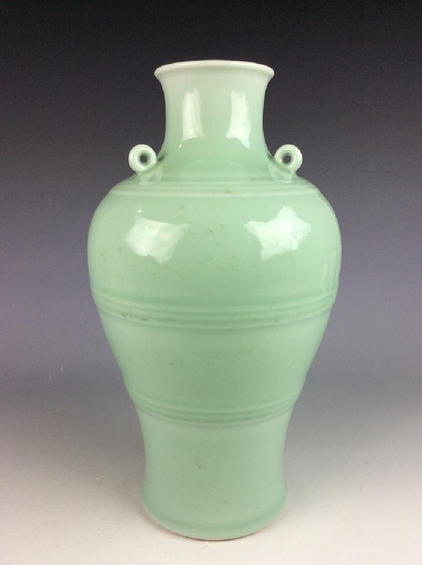 Fine Qing style Chinese porcelain vase, celadon glazed, - 3
