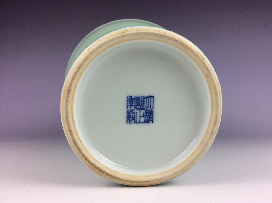 Fine Qing style Chinese porcelain vase, celadon glazed, - 5