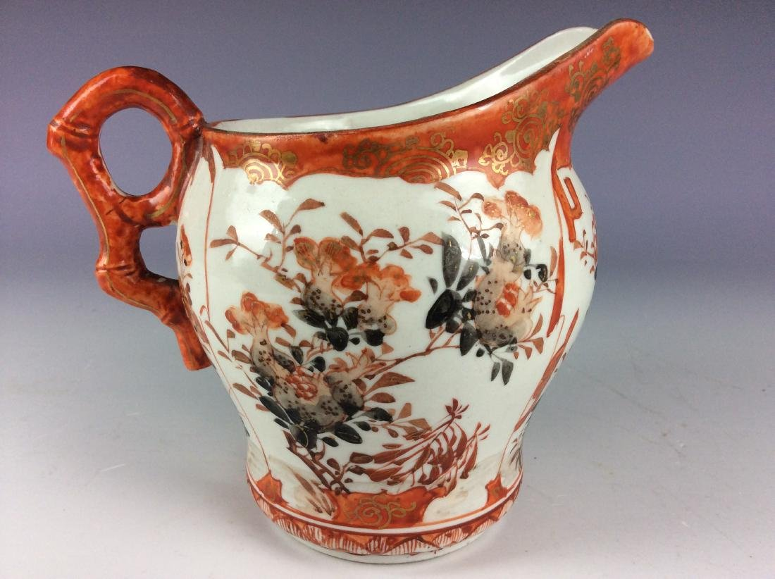 Pair of Japanese porcelain pots with flower and figures - 3